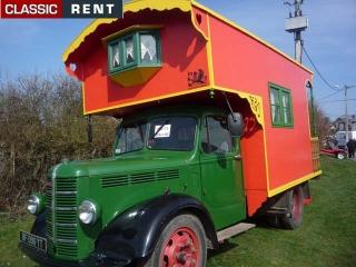 location camping car ancien rouge de 1950 louer camping car ancien rouge de 1950. Black Bedroom Furniture Sets. Home Design Ideas